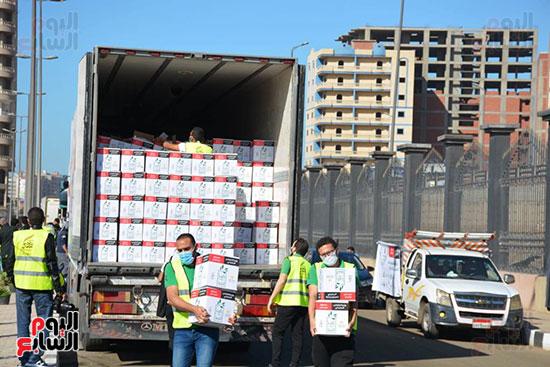 انطلاق القافلة الأكبر لتقديم المساعدات بمحافظات مصر (16)