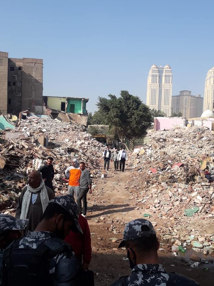 نائب محافظ القاهرة خلال أعمال نقل السكان (2)