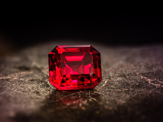 الماس الأحمر