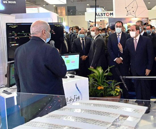 الرئيس السيسى يفتتح معرض ومؤتمر النقل الذكي للشرق الأوسط وأفريقيا (12)