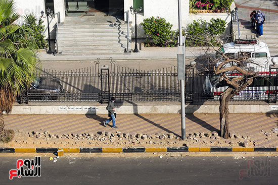 تكسير رصيف شارع البطل بالهندسين للمرة الثانية (1)