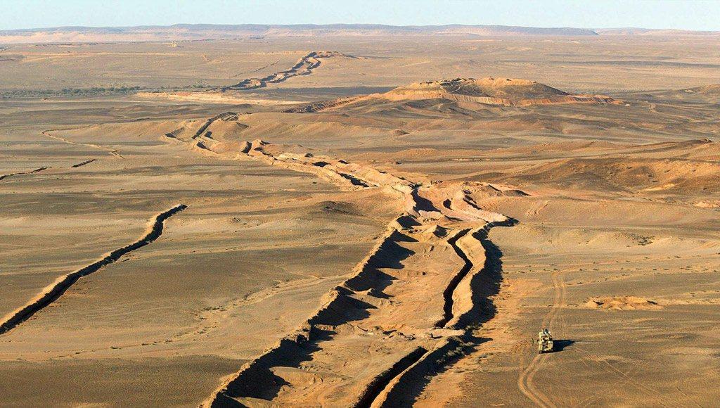 الجدار الرملى بين المغرب والصحراء الغربية