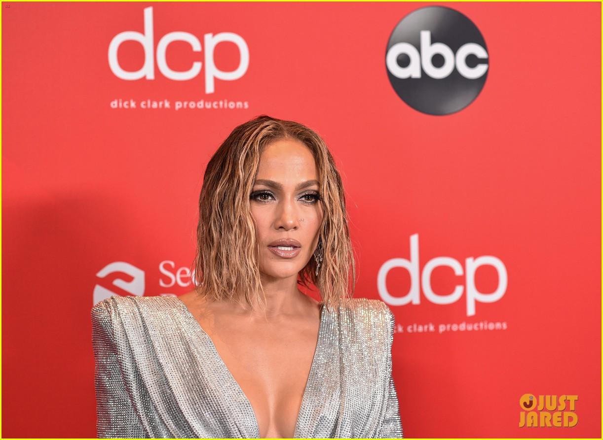 jennifer-lopez-american-music-awards-2020-red-carpet-02 - Copy