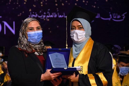 حفل تخرج الدفعة الثالثة من كلية التربية بجامعة مصر للعلوم والتكنولوجيا (8)