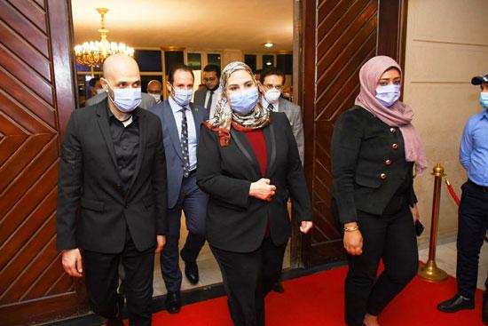 حفل تخرج الدفعة الثالثة من كلية التربية بجامعة مصر للعلوم والتكنولوجيا (10)