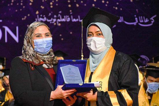 حفل تخرج الدفعة الثالثة من كلية التربية بجامعة مصر للعلوم والتكنولوجيا (22)