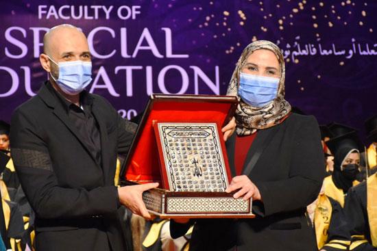 حفل تخرج الدفعة الثالثة من كلية التربية بجامعة مصر للعلوم والتكنولوجيا (12)
