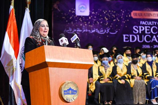حفل تخرج الدفعة الثالثة من كلية التربية بجامعة مصر للعلوم والتكنولوجيا (13)