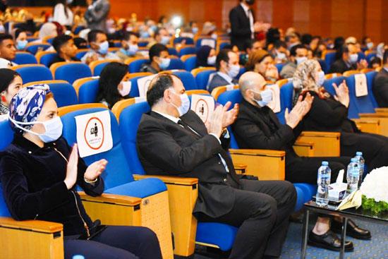 حفل تخرج الدفعة الثالثة من كلية التربية بجامعة مصر للعلوم والتكنولوجيا (18)