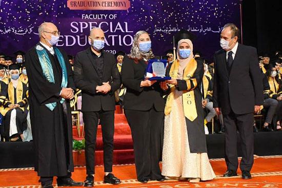 حفل تخرج الدفعة الثالثة من كلية التربية بجامعة مصر للعلوم والتكنولوجيا (15)