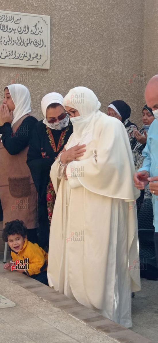 ياسمين-الخيام-وابنتها-وحفيدها-(1)