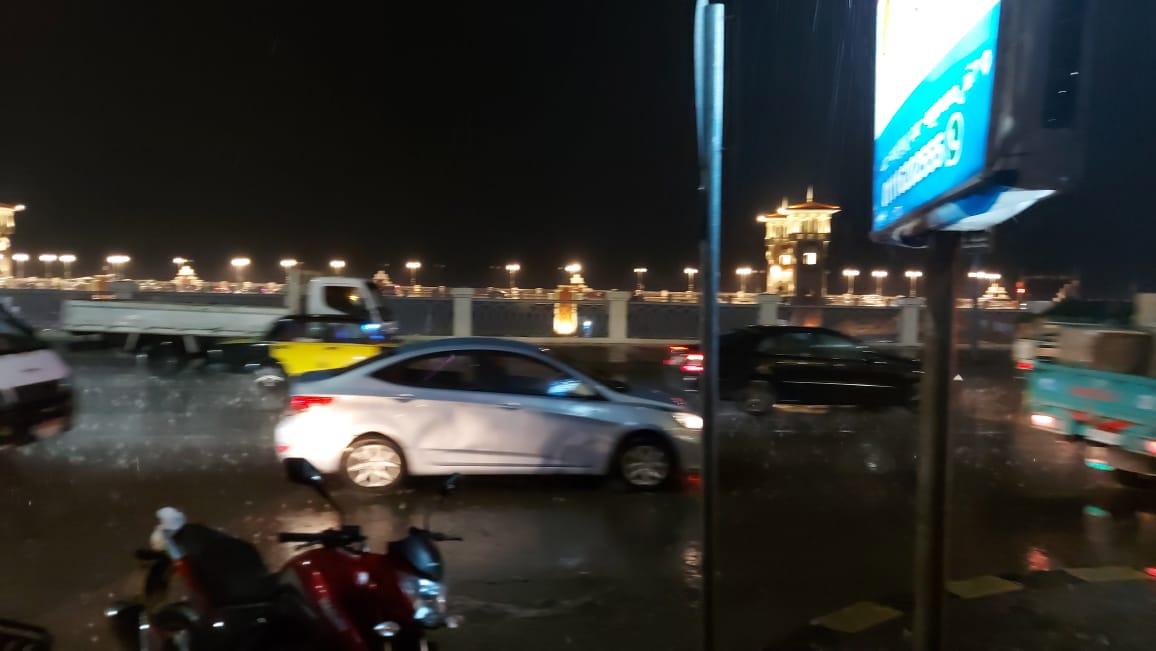 الأمطار تغسل شوارع الإسكندرية