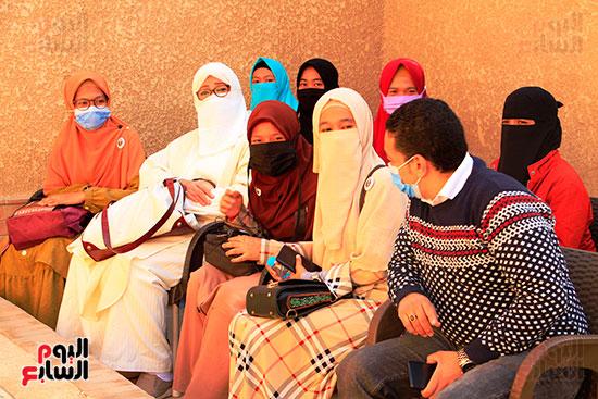 محرر-اليوم-السابع-وياسين-الخيام-ابنة-الشيخ-محمود-الحصرى-مع-الطالبات-الإندونيسيات