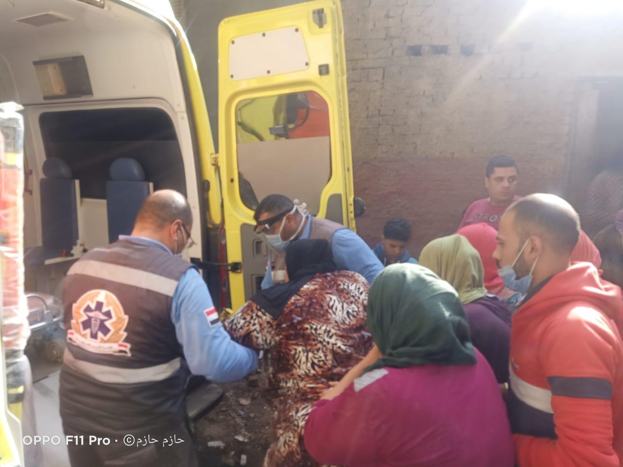 الرئيس يوجه بعلاج عزيزة محمد