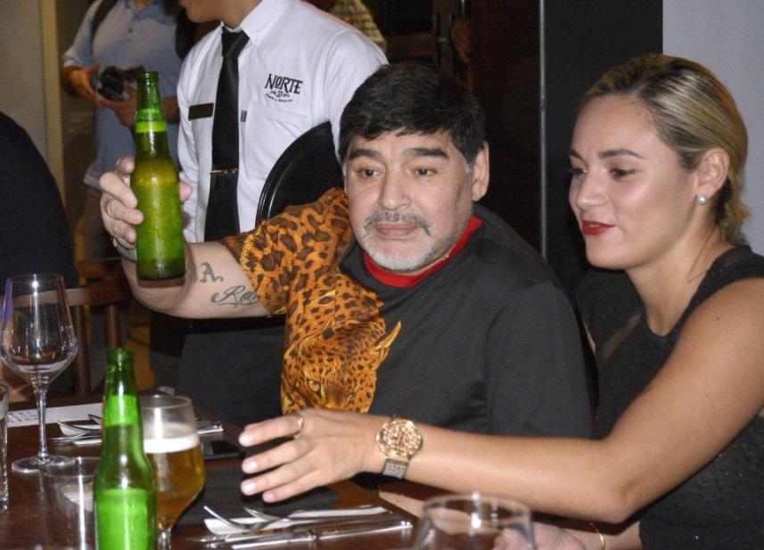 دخل مارادونا فى علاقة مع روسيو أوليفا لمدة 6 سنوات