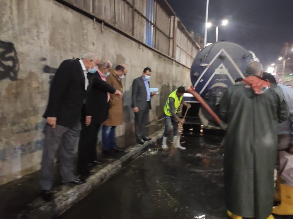 محافظ الجيزة يتابع شفط مياه الأمطار من الشوارع