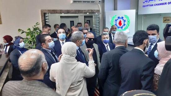 افتتاح الدكتور على المصيلحى وزير التموين مكتب السجل التجاري النموذجي بالسويس (2)