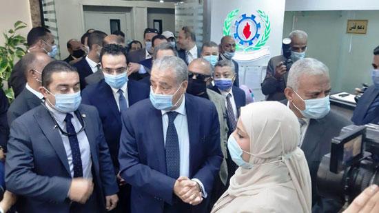 افتتاح الدكتور على المصيلحى وزير التموين مكتب السجل التجاري النموذجي بالسويس (3)