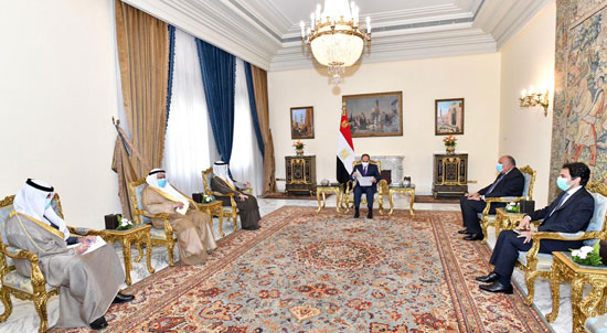 السيسى يتسلم رسالة من أمير الكويت (1)