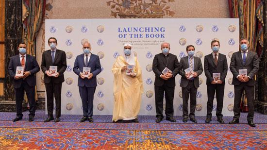 د.العيسى-في-صورة-جماعية-مع-المشاركين