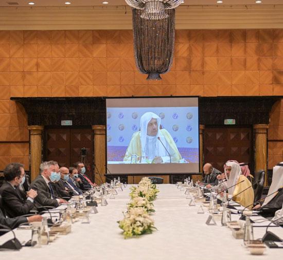 لقاء-د.العيسى-بالمشاركين
