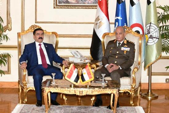 الفريق أول محمد زكى وزير الدفاع والوزير جمعة عناد سعدون (2)