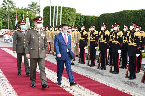 الفريق أول محمد زكى وزير الدفاع والوزير جمعة عناد سعدون (1)