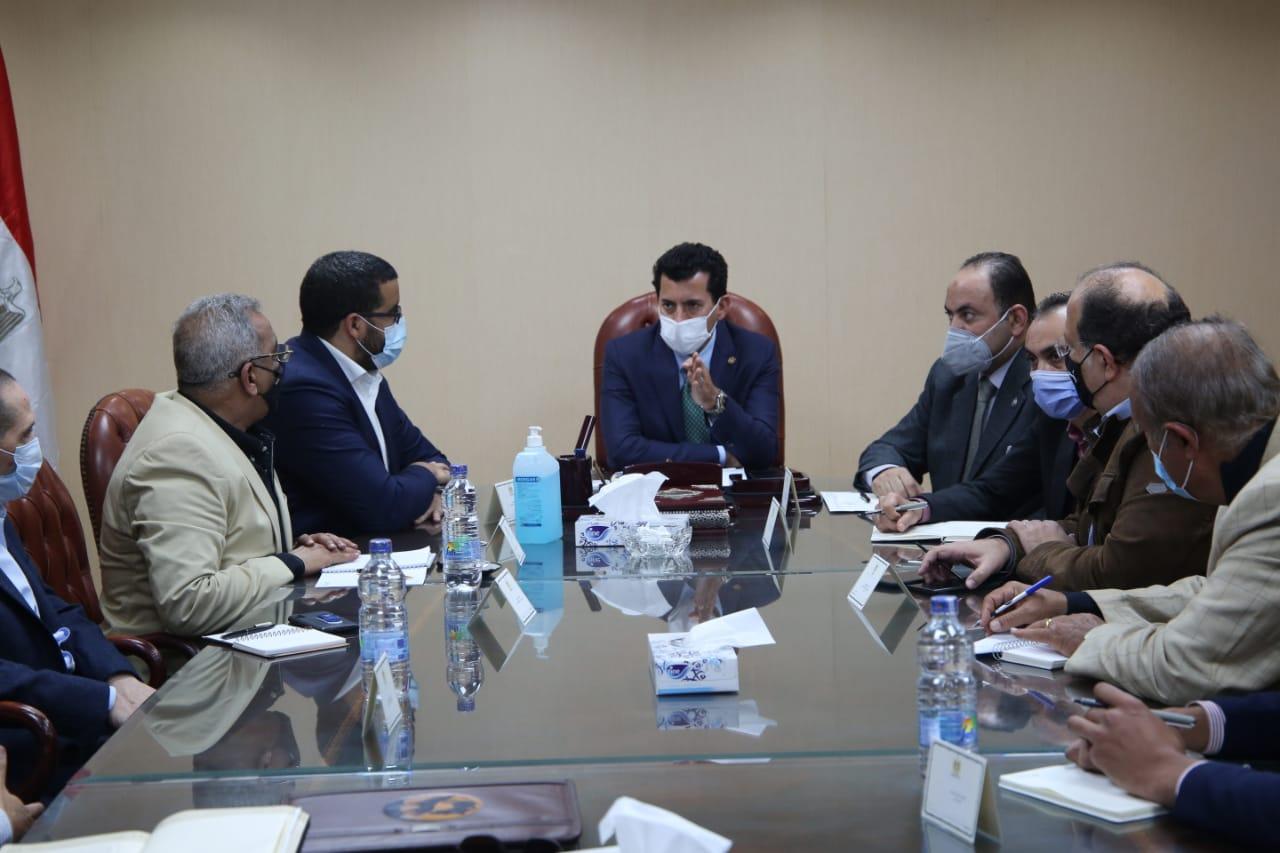 اجتماع الوزير مع القيادات