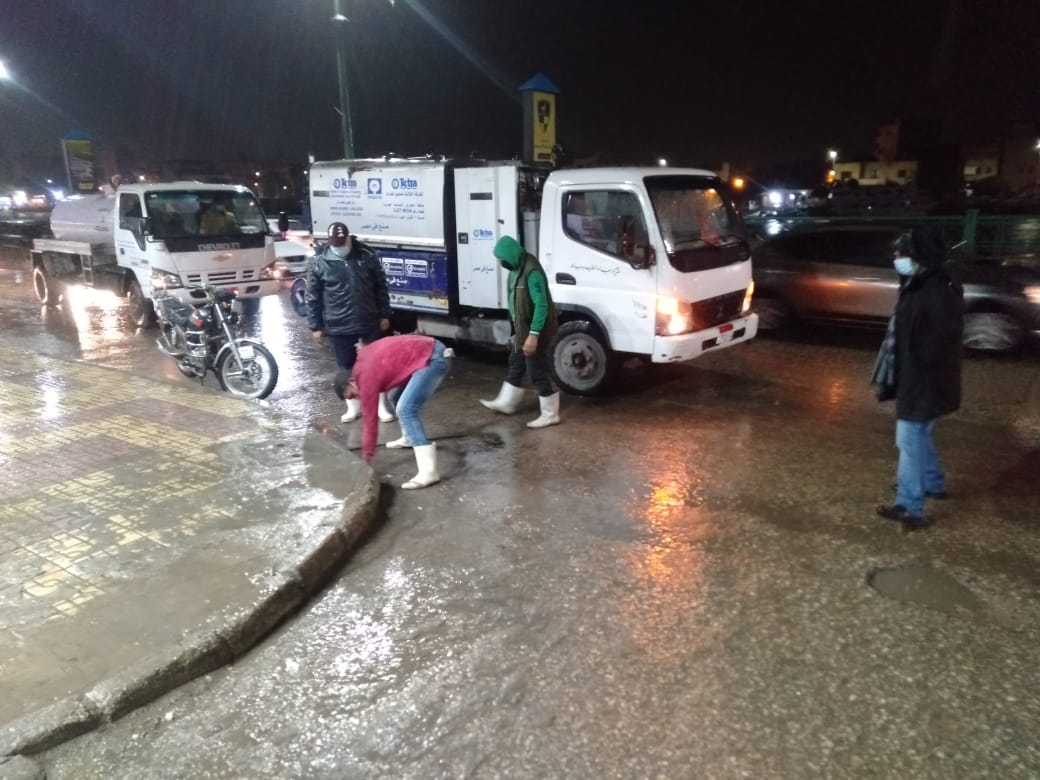 رفع حالة الطوارئ وشفط لمياه الأمطار بدمياط (1)