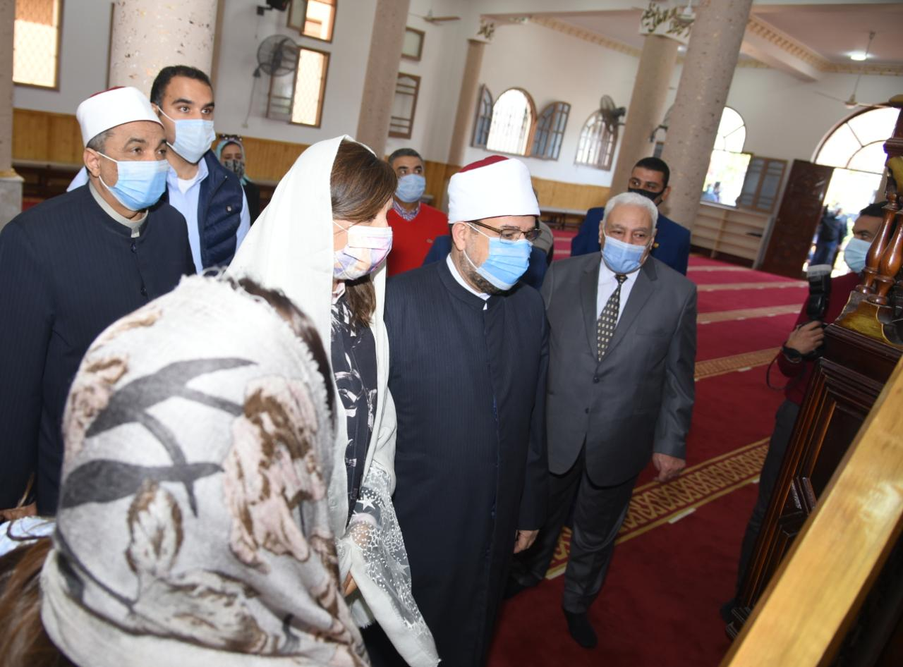وزيرا الأوقاف والهجرة ومحافظ دمياط يتفقدون المسجد