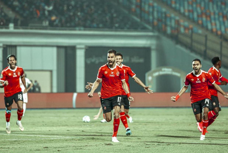 لاعبو الأهلي يحتلفون بالهدف الاول