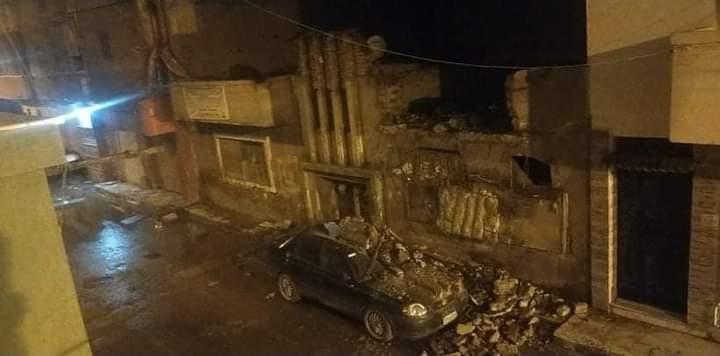 انهيار بلكونة منزل قديم على سيارة ملاكى بطنطا بدون إصابات (1)