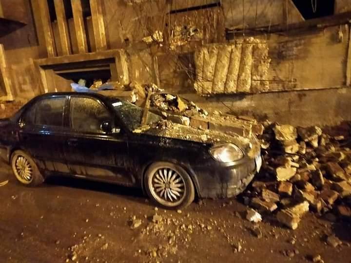 انهيار بلكونة منزل قديم على سيارة ملاكى بطنطا بدون إصابات (2)