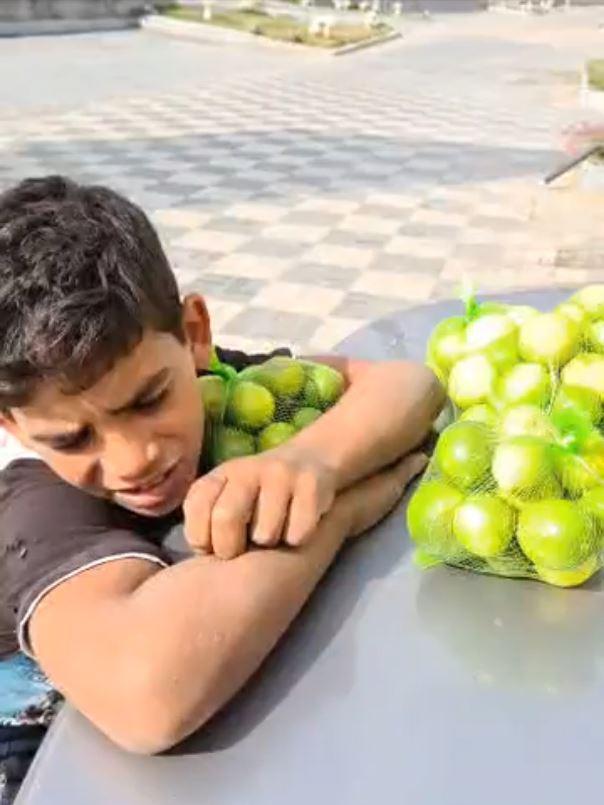 الطفل أحمد بائع الليمون