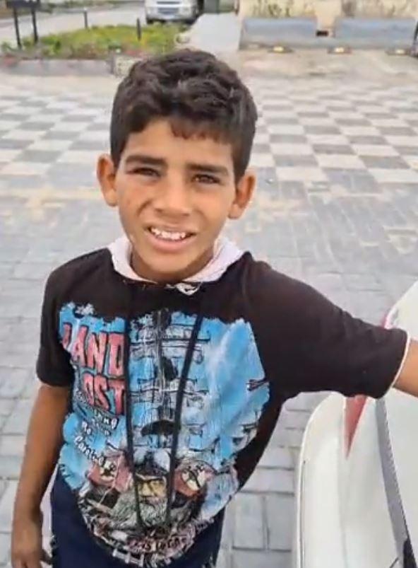 طفل صغير يبيع الليمون