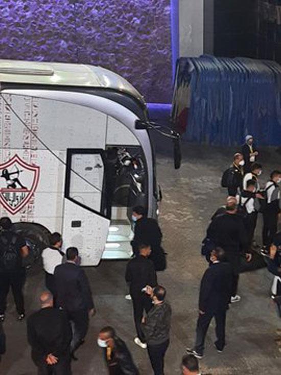 وصول فريق الزمالك لاستاد القاهرة (1)