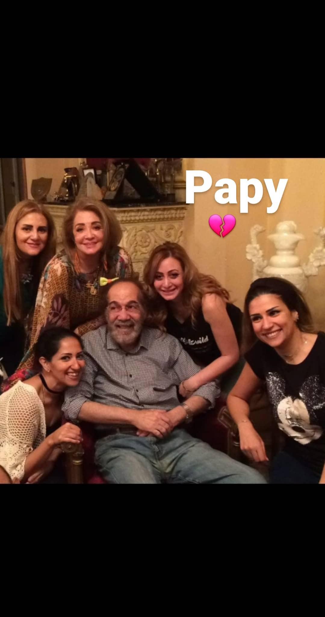 الراحل محمود ياسين وسط عائلته