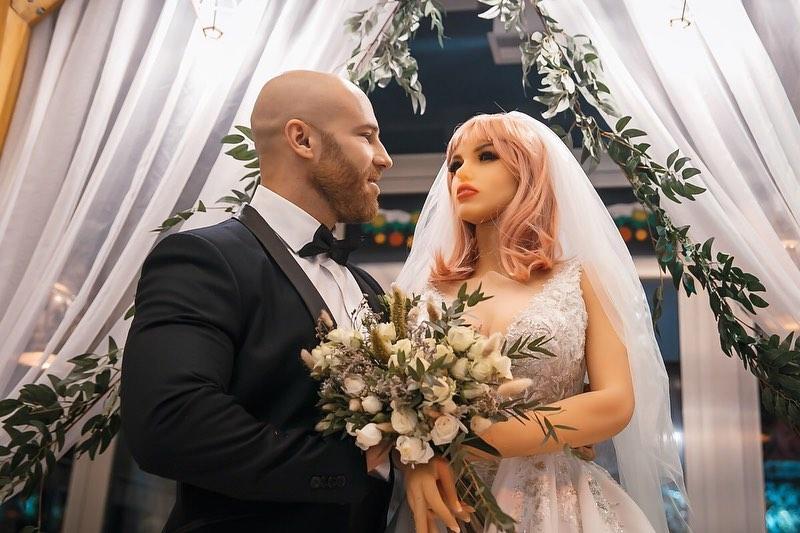 زفاف اللاعب و الدمية (8)