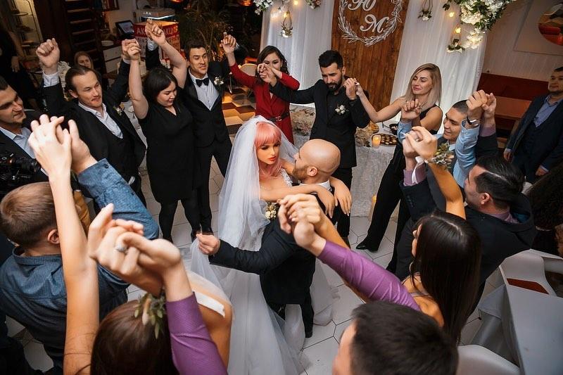 زفاف اللاعب و الدمية (1)