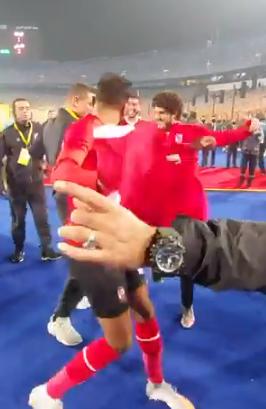 وصلة رقص بين كهربا والشيخ وسعد سمير بعد التتويج بدوري أبطال أفريقيا (3)