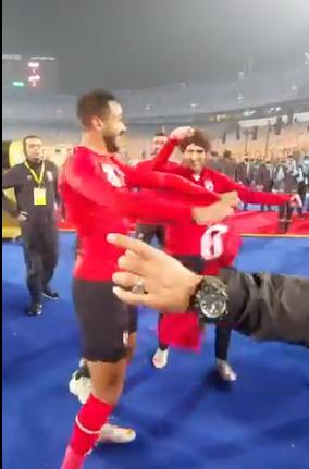 وصلة رقص بين كهربا والشيخ وسعد سمير بعد التتويج بدوري أبطال أفريقيا (1)