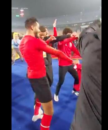 وصلة رقص بين كهربا والشيخ وسعد سمير بعد التتويج بدوري أبطال أفريقيا (2)