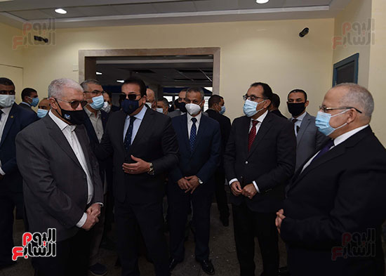رئيس الوزراء يتفقد أعمال تطوير المعهد القومى للأورام (9)