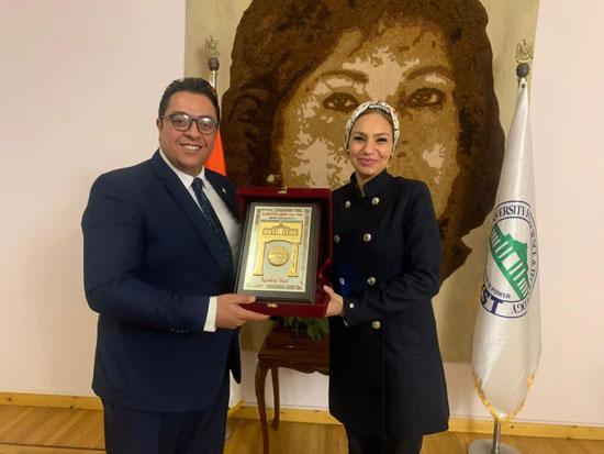 الدكتورة ياسمين الكاشف (2)