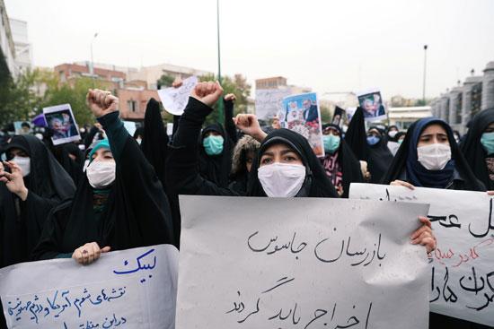 سيدات مشاركة في التظاهر