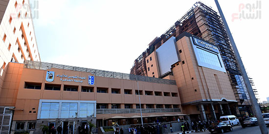 رئيس الوزراء يتفقد أعمال تطوير المعهد القومى للأورام (19)