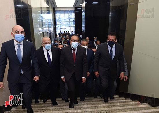 رئيس الوزراء يتفقد أعمال تطوير المعهد القومى للأورام (14)