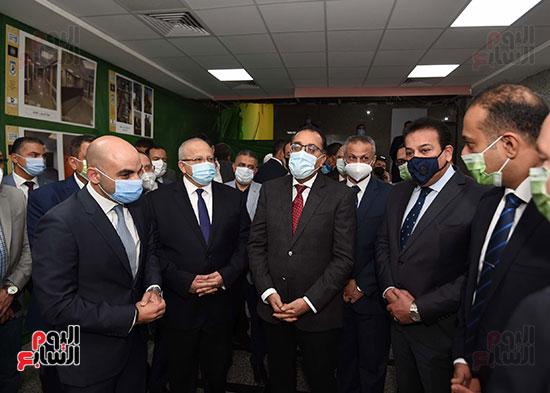 رئيس الوزراء يتفقد أعمال تطوير المعهد القومى للأورام (15)