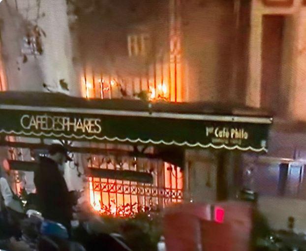 صورة متداولة على تويتر لحرق مقهى في فرنسا