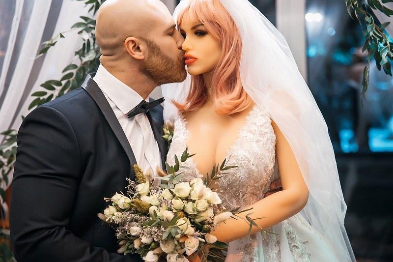 زفاف اللاعب و الدمية (4)